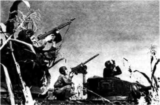 Экипажи танков МЗл готовятся к отражению воздушной атаки. Огонь танкисты готовятся вести не только из пулемёта «Браунинг» М1919А4, но и из пистолета-пулёмета «Томпсон».