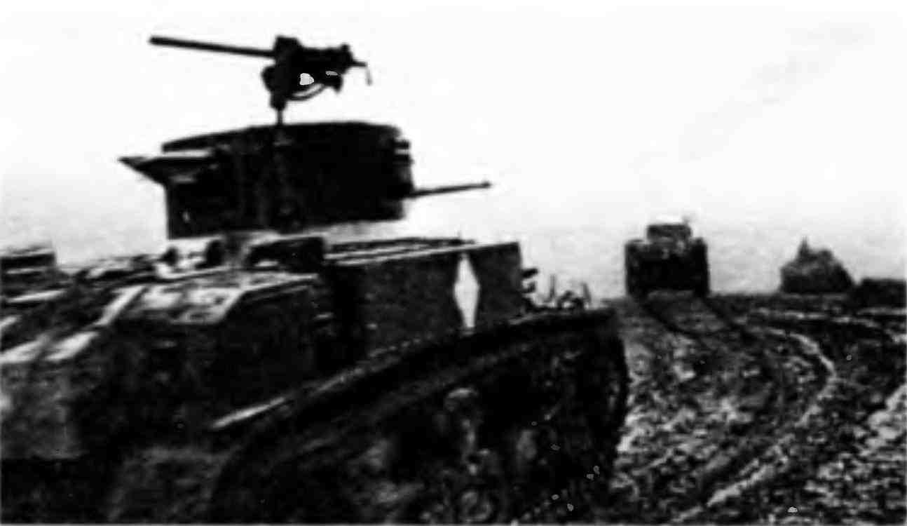 Танки МЗл 52-й Краснознамённой танковой бригады на подступах к Моздоку. Закавказский фронт, ноябрь 1942 года.