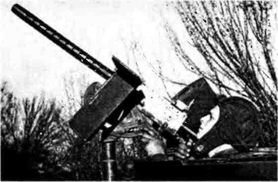 Командир танка МЗл младший лейтенант К.П.Григорьев ведёт огонь по самолётам противника. Северо-западнее Сталинграда, ноябрь 1942 года.