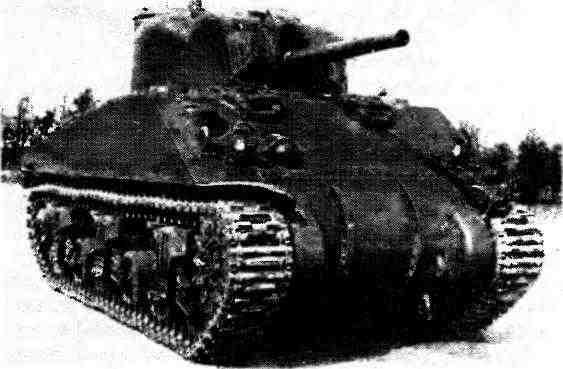 Один из двух поставленных в СССР в годы Второй мировой войны танков М4А4 на полигоне в Кубинке. 1945 год.