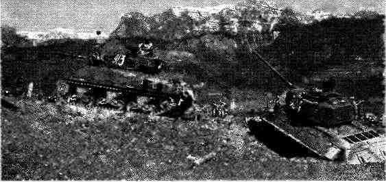 Товарищи по оружию— «Шерман» и Т-34–85 6-й гвардейской танковой армии в горах Австрии. Май 1945 года.