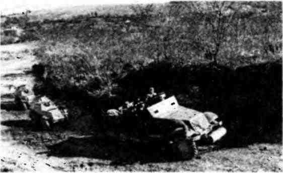 Типичная разведгруппа Красной армии: бронетранспортёр МЗА1 и два бронеавтомобиля БА-64. Правый берег Днестра, 1944 год.