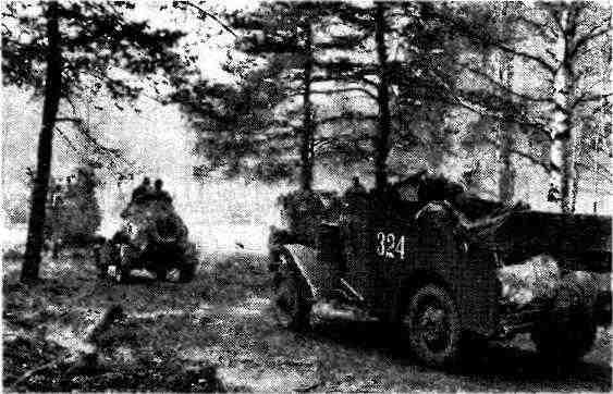 Советские войска на правом берегу р. Шпрее. На переднем плане— БТР МЗА1. 1-й Украинский фронт, 1945 год.