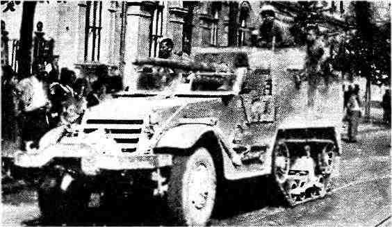 Самоходная установка СУ-57 на улице Бухареста. Румыния, август 1944 года.