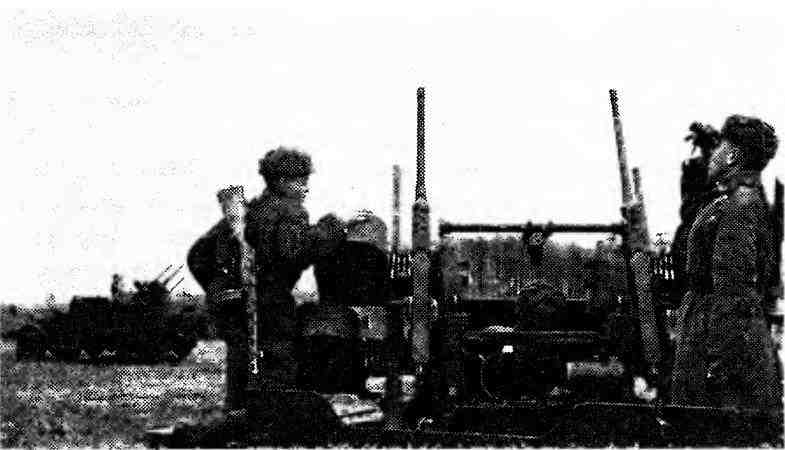 Самоходные установки М17 на огневой позиции. 3-й Белорусский фронт, 1944 год.