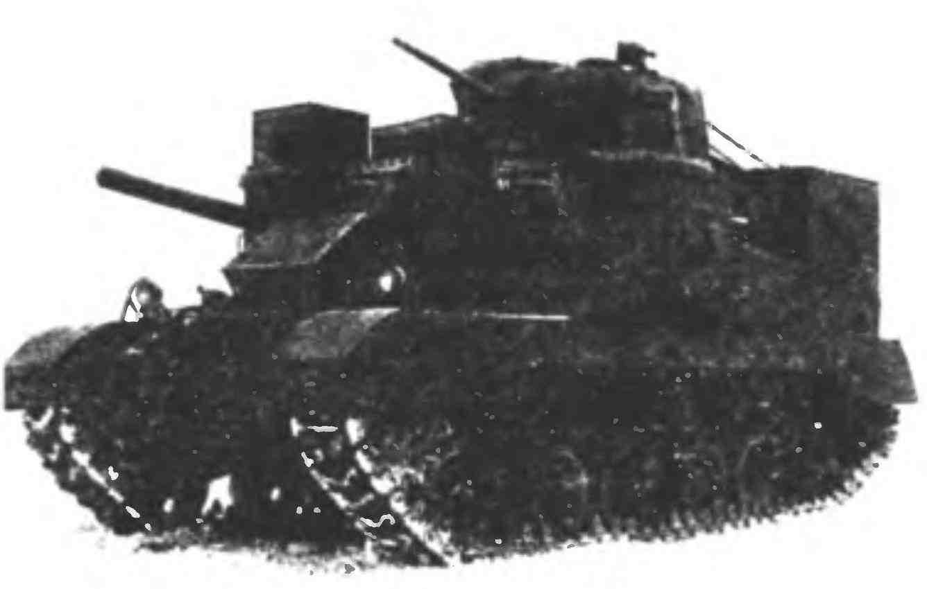 Бронированная ремонтно-эвакуационная машина М31 (Т2) на базе танка МЗс во время испытаний в Кубинке.