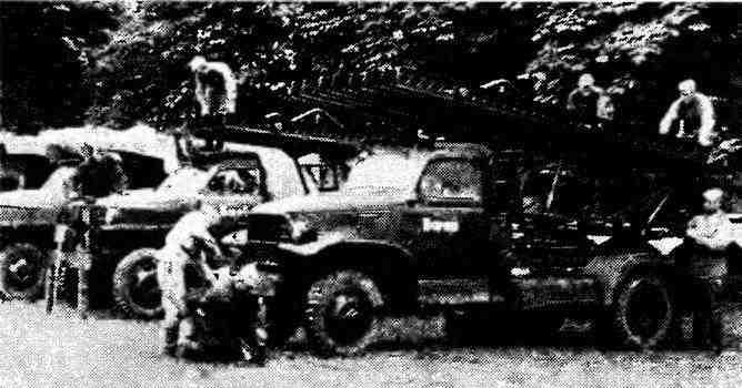 Гвардейские миномёты БМ-13–16. На переднем плане— на шасси автомобиля «Шевроле» G7107, на заднем— «Студебекер» US6. Лето 1944 года.
