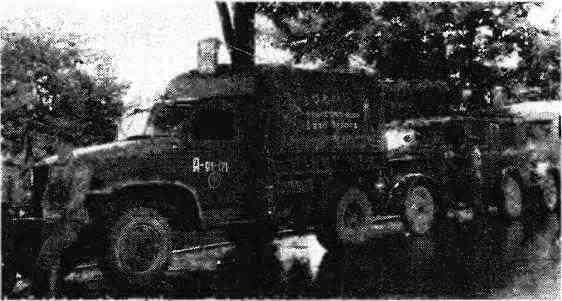 Колонна автомашин 10-й гвардейской мехбригады 5-го гвардейского механизированного корпуса. Чехословакия, май 1945 года. На переднем плане— «Шевроле» G7107.