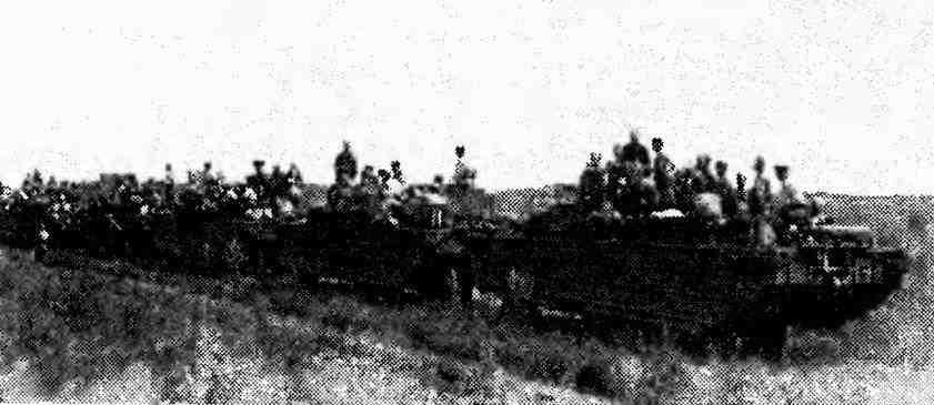 Колонна плавающих автомобилей GMC DUKW. Маньчжурия, август 1945 года