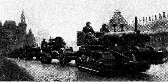 Трактор «Алис-Чапмерс» HD-10 в качестве тягача для 203-мм гаубицы Б-4. Москва, 7 ноября 1945 года.