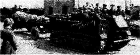 Артиллерийский тягач М5 буксирует 122-мм корпусную пушку А-19. Восточная Пруссия, 1945 год.