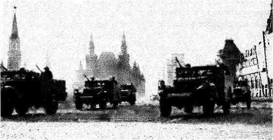 Бронетранспортёры МЗА1 на Красной площади. Москва, 7 ноября 1946 года.