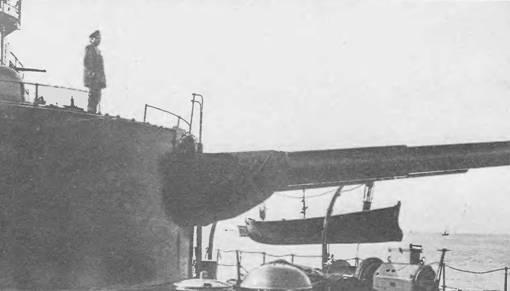 """Кормовая 305-мм башня на броненосце """"Император Александр III""""."""