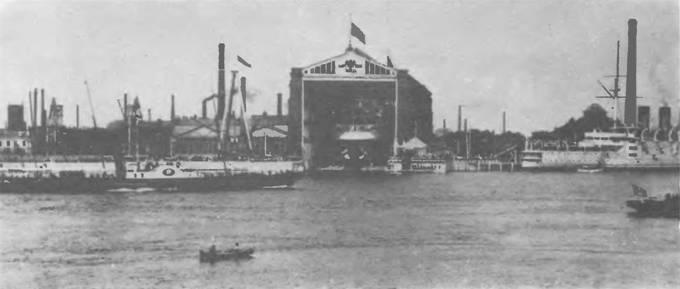 """Балтийский завод. 21 июля 1901 г. Через несколько минут корпус броненосца """"Император Александр III"""" сойдет на воду."""