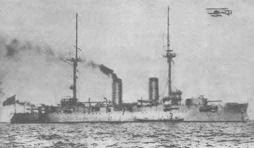 """Линейный корабль """"Ивами"""" (бывший """"Орел""""). После войны, находясь в Куре, корабль в течение двух лет подвергался коренной модернизации. После окончания всех работ его силуэт и вооружение заметно изменились. С корабля сняли спардек, боевые марсы, все 152-мм башни, и четыре 75-мм батареи (12 орудий). Новое вооружение составляло: 4 – 305-мм, б – 203-мм, 16 – 75-мм, 20 – 47-мм орудий и 2 – 450-мм <a href='https://arsenal-info.ru/b/book/3977928548/11' target='_self'>торпедных аппарата</a>."""