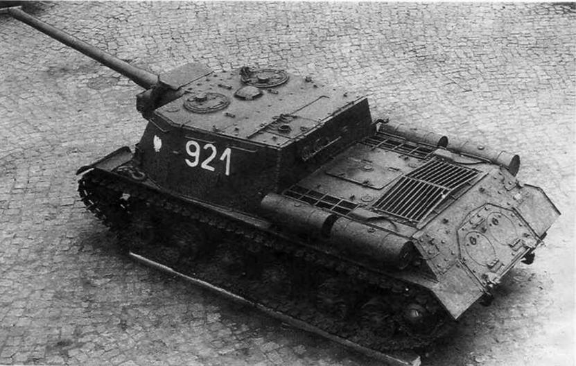 Артсамоход ИСУ-122 в Музее освобождения Познани, Польша.