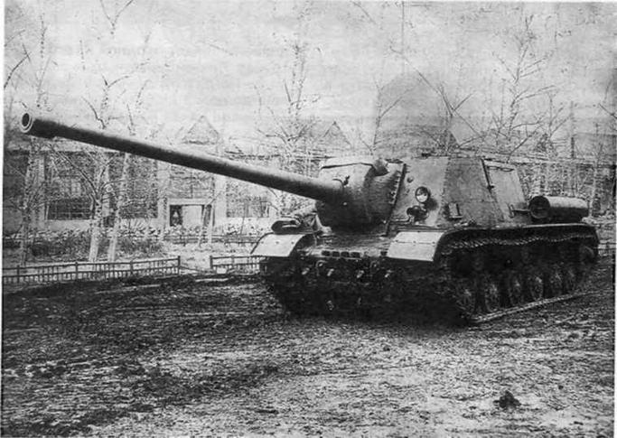 Опытные самоходно-артиллерийские установки. Вверху: ИСУ- 152-2 (объект 247), справа: ИСУ-122-3 (объект 251).