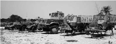 Справа — налево — два остова бронетранспортеров Буфел, затем бронированный тягач Квефул, АМЛ-90, БРДМ-2, АМЛ-90, Военный музей Луанда. Ангола. Фото Вячеслав Барабуля