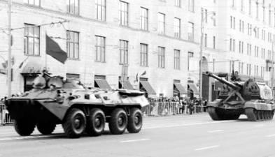 БТР-80 и САУ МСТА-С (пушка калибра 152 мм). Фото Геннадий Шубин
