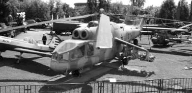 Ми-24 Стакан и тренировочный Як-50 (слева). Фото Виктор Лызлов