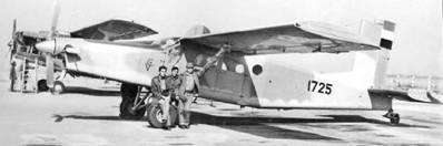 Самолет Райпер Кап. Луанда, Ангола 1970-е. Первый слева — подполковник Варганов. Фото из архива полковника Варганова
