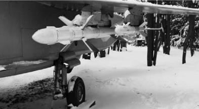 Р-27 (дальность пуска до до 90км) (слева) и Р-73 (дальность пуска до до 40км). Фото Геннадий Шубин