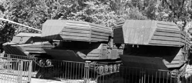 Гусенично-самоходные паромы (ГСП) и плавающий бронетранспортер К-61 (слева). Фото Виктор Лызлов