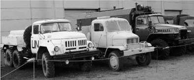 ЗИЛ-131 (цистерна) и чехословацкий Прага В3С (Praga V3S) и советский УРАЛ-4320. Фото Виктор Лызлов