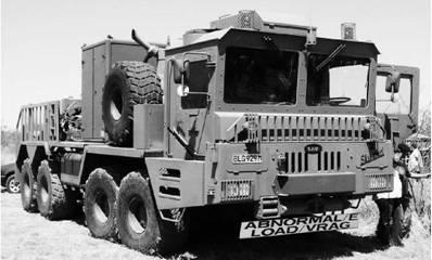 Тяжёлый частично бронированный тягач испанского производства Skimmel на вооружении армии ЮАР Фото Ян Либенберг