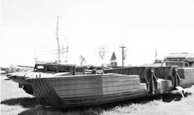Гусеничный самоходный паром ГСМ на гусеничном шасси БТР-50. Фото Вячеслав Барабуля