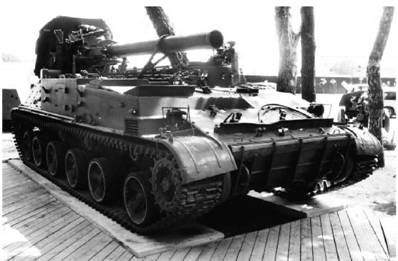 Самоходный миномет 3С4 Тюльпан. Пушка калибра 240 мм, дальность выстрела до 18км. Фото Геннадий Шубин