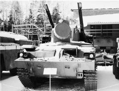 Мобильная установка ПВО Тунгуска с восемью ракетами и скорострельными орудиями калибра 30 мм (макет). Фото Геннадий Шубин