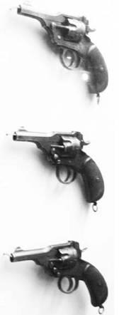 Английские револьверы Веблей калибра 11,45 мм. Фото Ян Либенберг