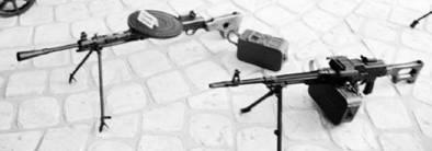 Слева направо: ручные пулемёты Дегтярёва и Калашникова (ПКМ) калибра 7,62 мм (патрон 7,62x54 мм). Фото Геннадий Шубин