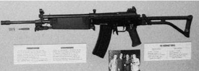 Южноафриканская штурмовая винтовка Р-4 калибра 5,56 мм (патрон 5,56х45 мм)(лицензионный вариант израильской штурмовой винтовки Галил). Фото Геннадий Шубин