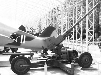 Скорострельное орудие ПВО Бофорс Мк II английского производства калибра 40 мм. Фото Геннадий Шубин