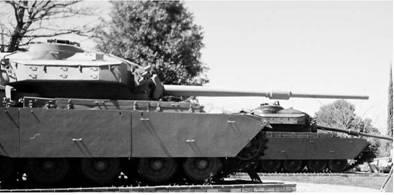 Танки Центурион английского производства с пушкой калибра 105 мм. Фото Ян Либенберг