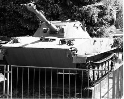 Плавающий танк ПТ-76. Пушка калибра 76 мм. Фото Виктор Лызлов