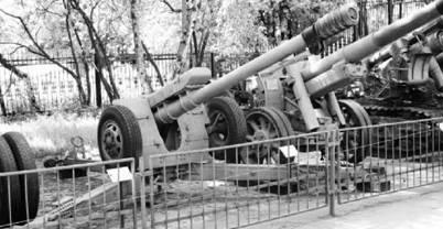 Д-30 (Лягушка) калибра 122 мм. Дальность выстрела — до 15,5км или до 22км (активно-реактивным снарядом). Фото Виктор Лызлов