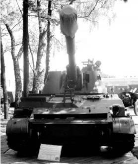 Самоходная гаубица 2С3 Акация. Пушка калибра 152,4 мм. Дальность выстрела — от 17,3 до 20,5км. Фото Геннадий Шубин