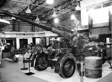 Скорострельное орудие ПВО калибра 3,7 дюйма (94 мм) английского производства. Возможно применялось в Африке с 1954г. Фото Геннадий Шубин