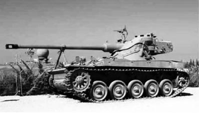 Французский лёгкий танк АМХ-13. Пушка калибра 90 мм. Фото из сети Интернет