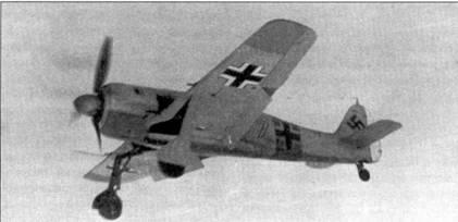 Этот Fw 190А-4 из I./JG 54 садиться на аэродром Красногвардейск. Шасси и закрылки уже выпущены. Самолет несет полный комплект элементов быстрой идентификации: желтые оконцовки крыльев, желтая полоса на фюзеляже, желтые нижние створки капота, эмблема группы на верхней части капота.