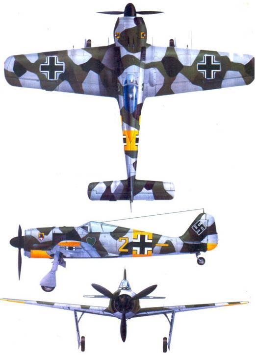 Fw 190A-4, «желтая двойка», обер-фельдфебель Генрих Штерр (Sterr), 6./JG 54. март 1943 года. Весной в II./JG 54 белый камуфляж снимали не целиком, а сегментами, открывая двухцветный зеленый камуфляж. Иногда добавляли черные пятна, которые в еще большей мере разрушали <a href='https://arsenal-info.ru/b/book/3277806501/26' target='_self'>силуэт самолета</a>. Штерр появился в II./JG 54 в 1942 году. В конце 1944 года его перевели в IV./ JG 54 на территории Рейха. До того времени Штерр успел одержать 127 побед, из которых большинство, летая на «фокке-вульфе». 26 ноября 1944 года Штерp был сбит в бою с Р-51 в районе Вердена.