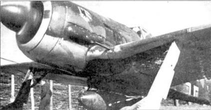 Весна 1943 года. Fw 190 с подвешенной бомбой. На подфюзеляжном пилоне висит 500-кг фугасная бомба SB. Бомбы этого типа чаще всего применялись в штурмовых частях люфтваффе. В принципе, Fw 190 мог нести одну 1000-кг бомбу или одну 500-кг бомбу, или одну 250-кг бомбу, или несколько 50-кг бомб.
