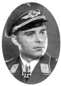 Майор Альфред Друшель, командир SchlG 1. Он был одним из опытнейших штурмовиков люфтваффе. 19 февраля 1943 года Друшель стал кавалером Дубовых листьев с Мечами за совершение 700 боевых вылетов. 1 января 1945 года Друшель погиб над Арденнами.