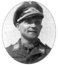 Ведущим по числу воздушных побед пилотом-штурмовиком был лейтенант Август Ламберт. К моменту своей гибели в апреле 1945 года он имел 116 побед. Снимок сделан в мае 1944 года в Крыму.