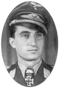 Официальный портрет Новотны, сделанный сразу после того, как пилот получил Бриллианты из рук фюрера.