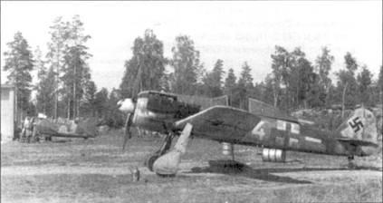 «Белая 4» из 4-й эскадрильи II./JG 54, переброшенная в Финляндию в июне 1944 года. Самолет использовался для прикрытия немецких кораблей в Северной Балтике. Верхняя крышка капота снята для проведения ремонта. На заднем плане виден истребитель Brewster Buffalo, принадлежащий финским ВВС.