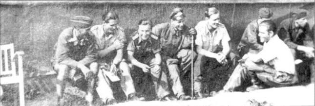 Лето 1944 года, Лигниц, Восточная Германия. Молодые, но уже опытные инструкторы из II./JG 54 отдыхают после изнурительных полетов. За ними видна палатка, в которой оборудована полевая мастерская. Учебая эскадрилья полка активно участвовала в отражении налетов союзников на территорию Рейха.